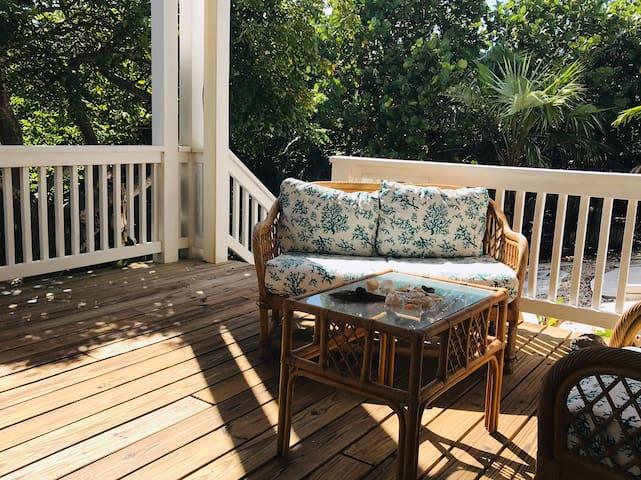 Quiet and private seaside apartment