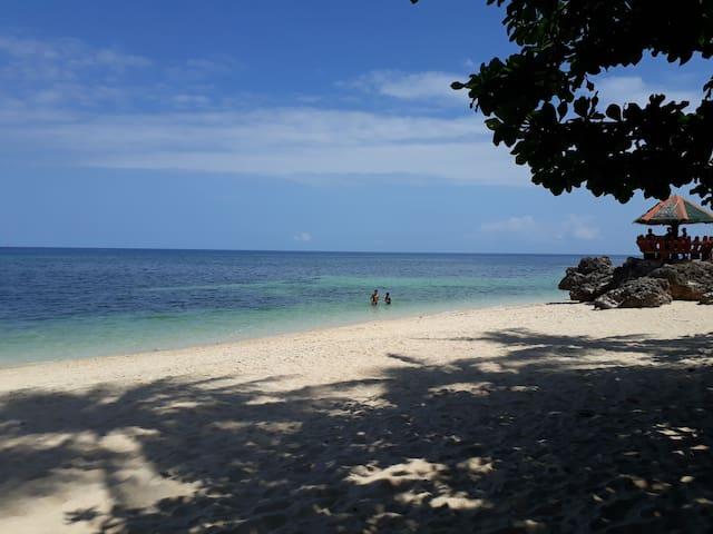 Velayo Beach Resort Room5