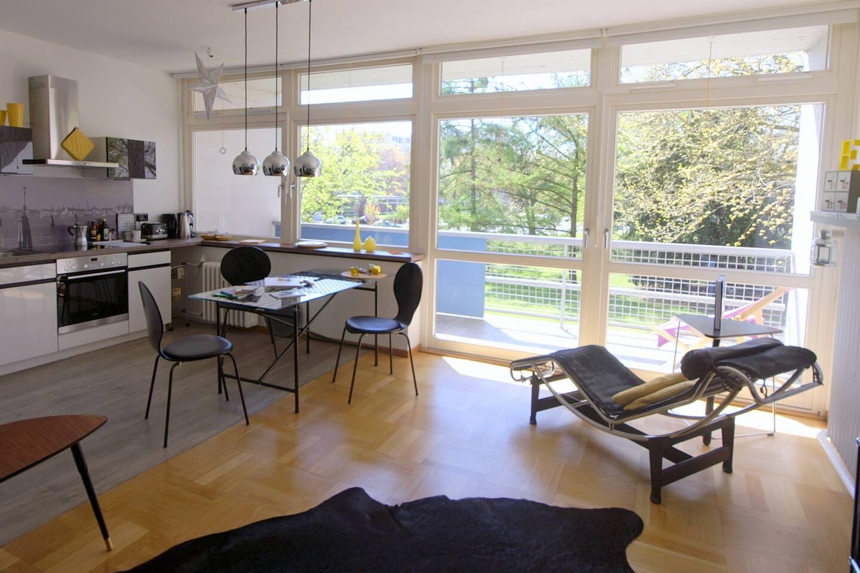 Herzlich willkommen im lichtdurchfluteten Niemeyerhaus