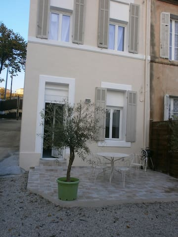 Peaceful house with terrace - Marseille