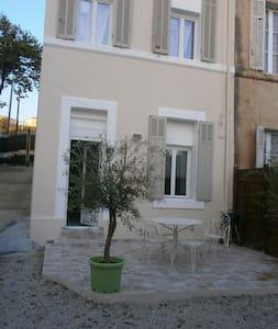 PAISIBLE MAISON AVEC TERRASSE - Marseille