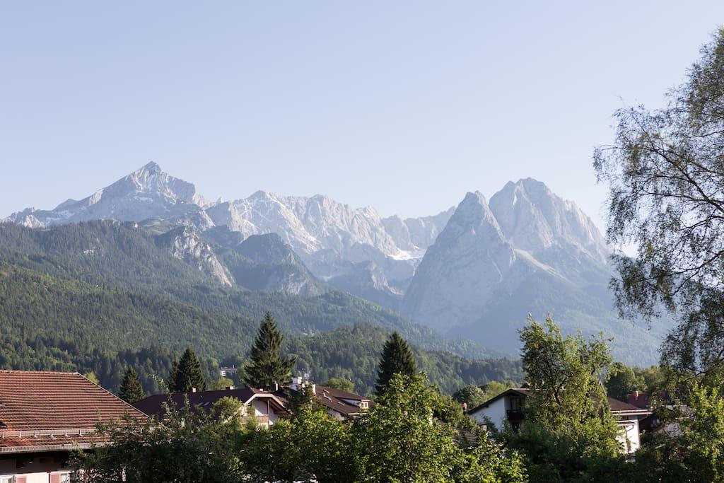 Traumhafter Alp- und Zugspitzblick vom Balkon - Stunning view to the Alpspitze and Zugspitze from your balcony