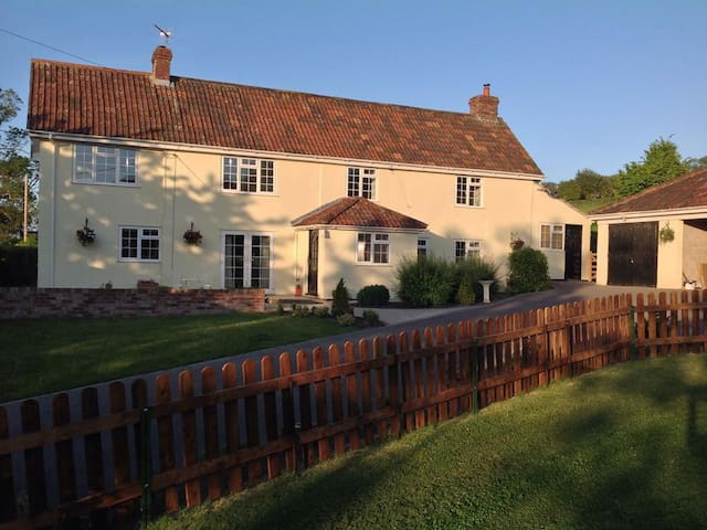 English Farmhouse with beautiful gardens