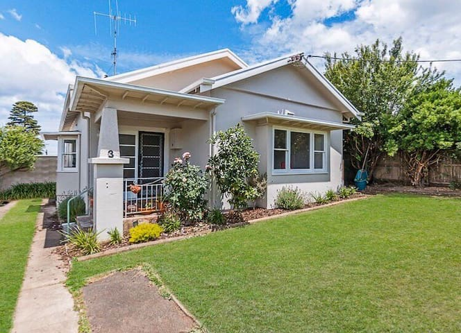 Charming house 500m from the CBD