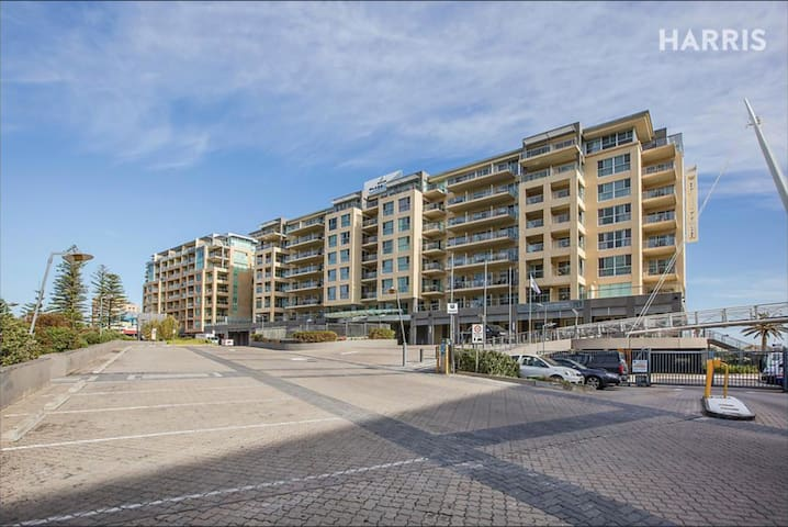 Glenelg Beachfront Apartment (inc $20 voucher P.N) - Glenelg