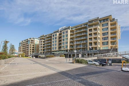 Glenelg Beachfront Apartment (inc $20 voucher P.N) - Glenelg - อพาร์ทเมนท์