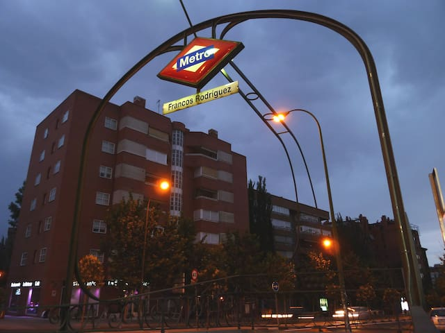Metro Francos Rodríguez