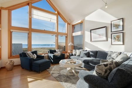 Oceanfront & view home on Cohasset Beach with ocean views and free WiFi!
