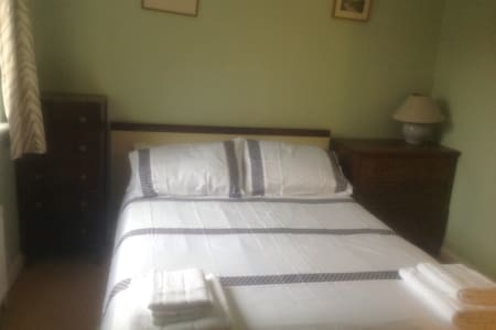 Cosy double bed room - Bathampton - 一軒家