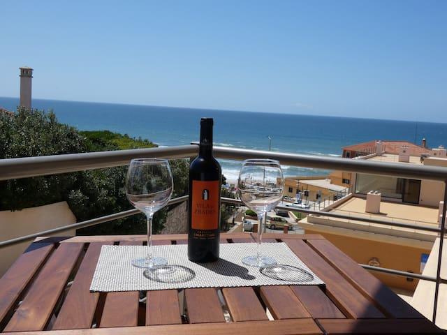 Herzlich Willkommen in Praia da Areia Branca! Blick von unserem Balkon auf das Meer