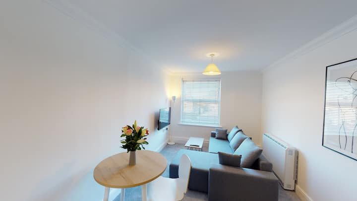 ☆ Super modern 1 bed apartment w/Free Parking  ☆