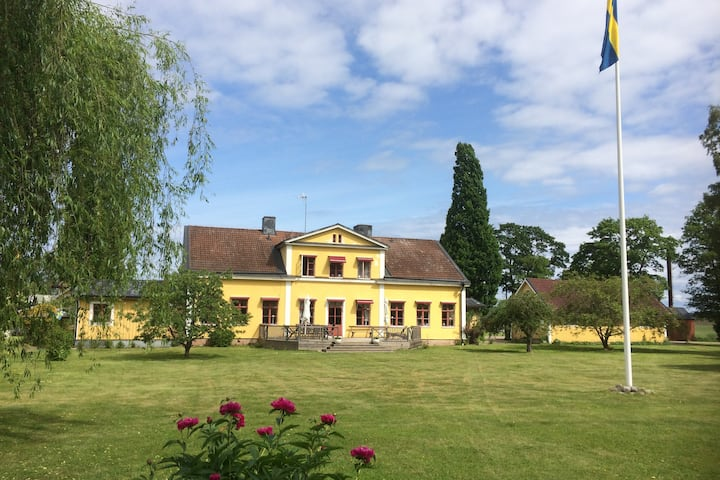 Beautiful mansion from 1860 along Göta Kanal