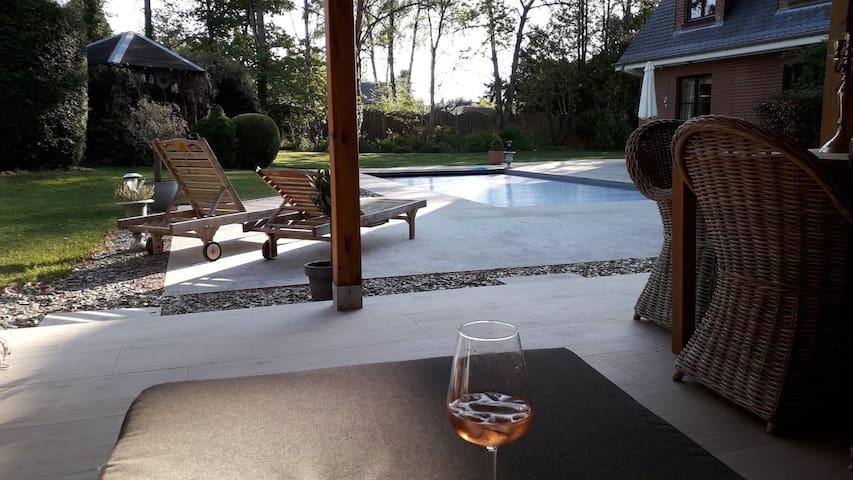 Chambre au calme dans villa avec piscine