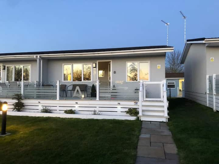 Lovely modern holiday chalet at  Oulton Broad