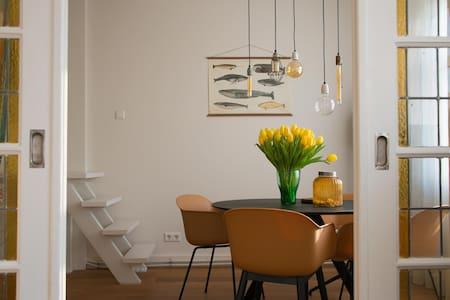 Bright apartment with 2 bikes - Apartment