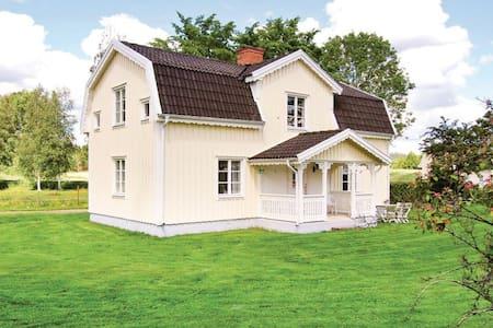 3 Bedrooms Home in Lönneberga - Lönneberga