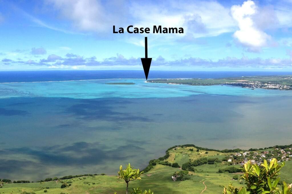 La Case Mama à Pointe d'Esny vu de la Montagne du Lion