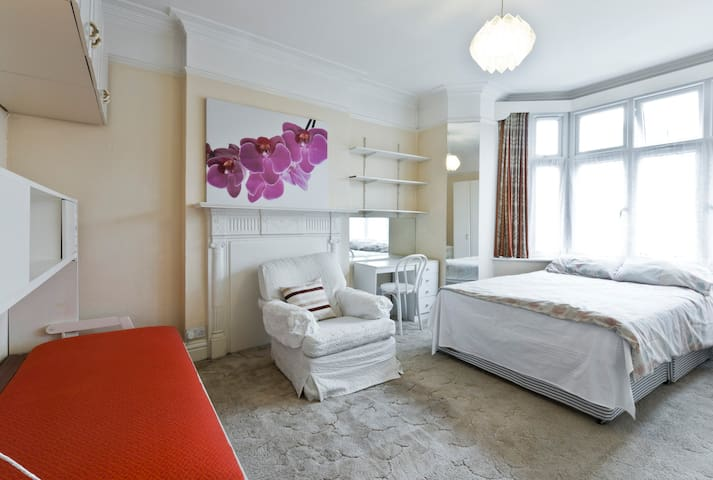 Ensuite Luxury Large Room For Up To 3 People
