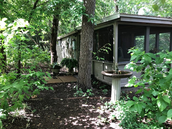 Holly Cabin on Scenic Wooded Mossbridge Farm