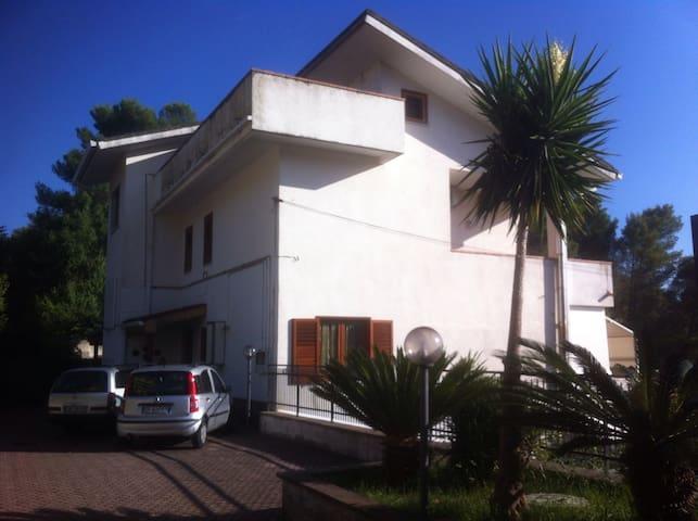 Camere in villa vicino SalernoLuciD'Artista