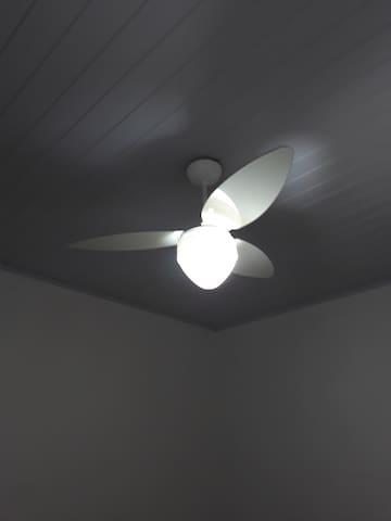 Ventilador de teto no quarto
