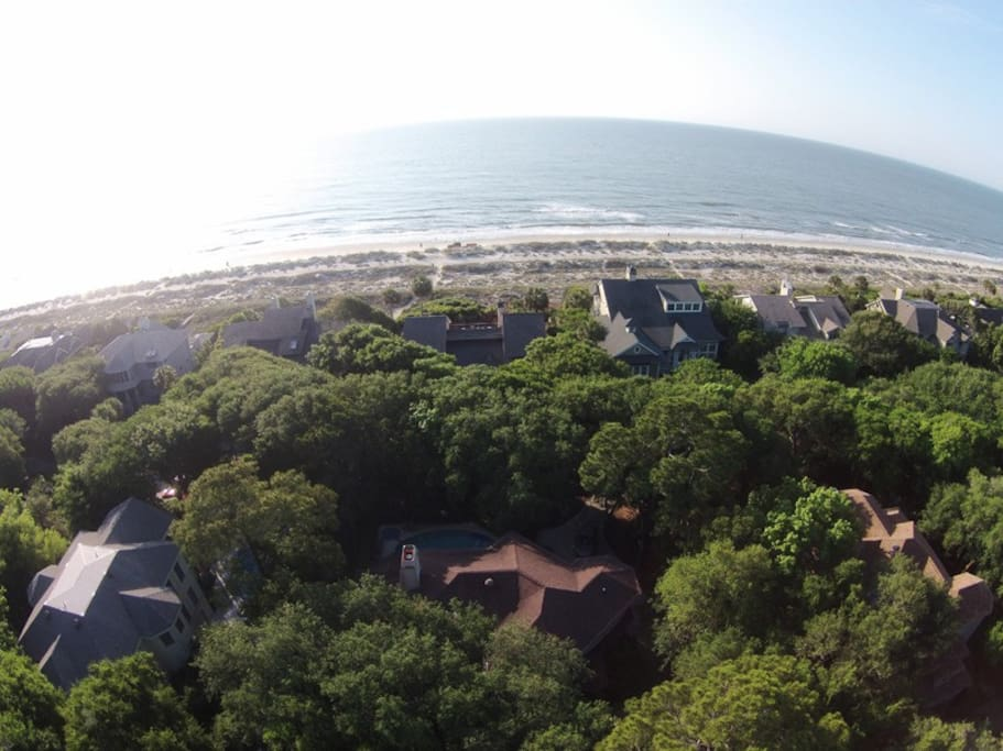 A view from above shows how close 5 High Rigger in Palmetto Dunes is from the beach
