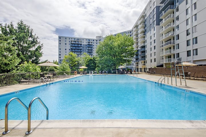 2 bedrooms with balcony near airports, DC access