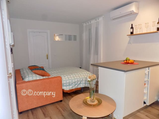 Share a nice space, couch-surfing. - Madrid - Bed & Breakfast