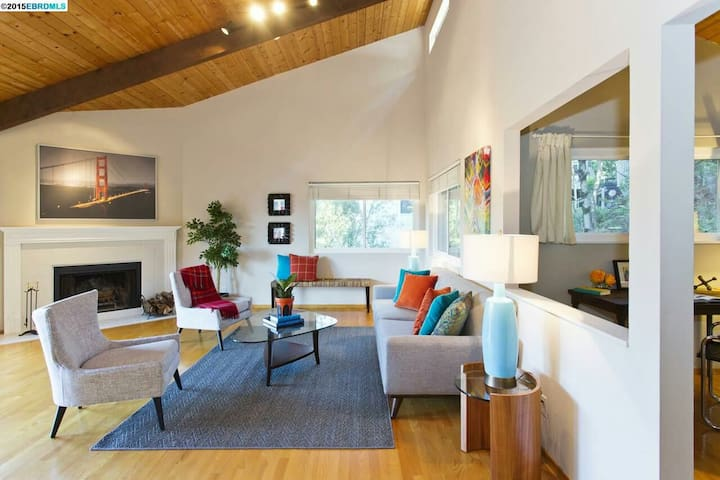 Midcentury modern home in the hills - Oakland - Rumah