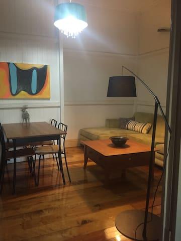 2bedroom flat/unit/apartment - Tarragindi - Leilighet