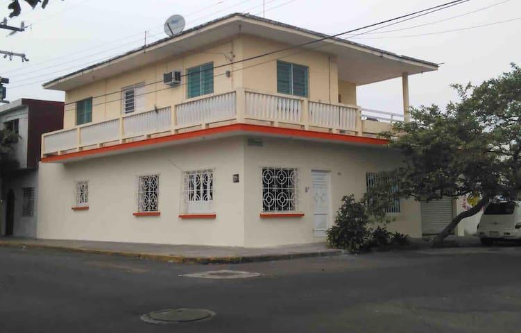 4 Habitaciones en Col. Centro/3 baños/ 7 camas