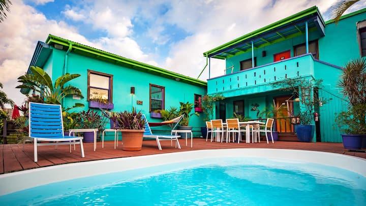The Suites at St. John Inn - Ocean View & Pool