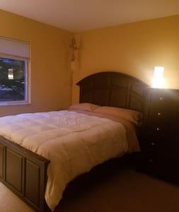 Zensational Townhome.    Private Bedroom/Bath