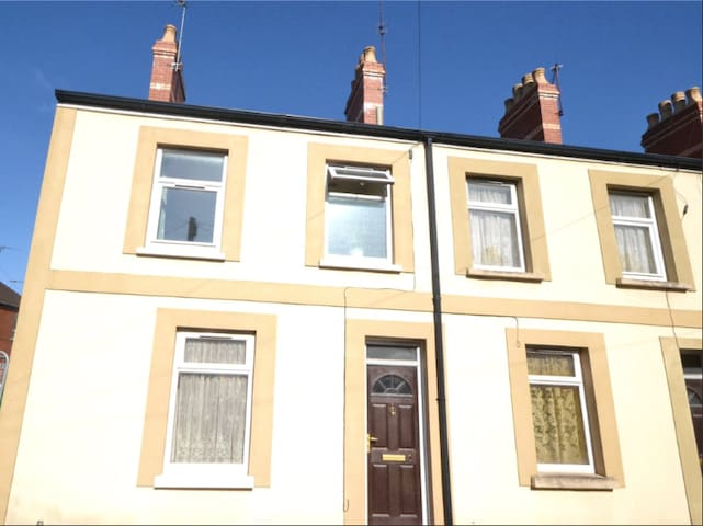 Centrally located 2 bedroom terrace house, Cardiff
