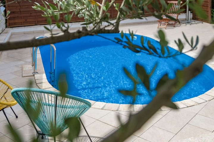 Apartment with pool Paola