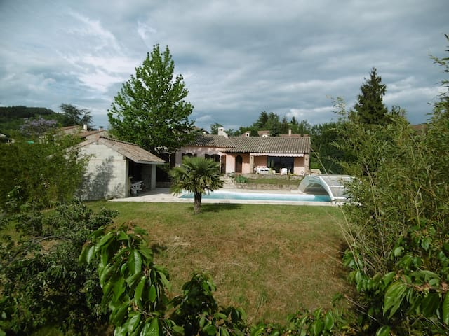 Chambre chez l'habitant dans villa à la campagne - Annonay - Villa