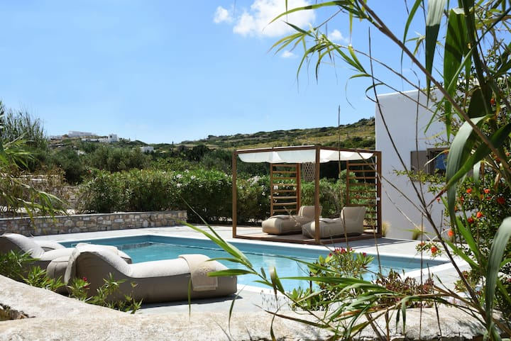 Aiolos - Private Pool & Jacuzzi Villa