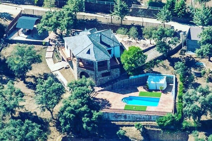 Casa con Piscina Privada en Montes de Toledo.
