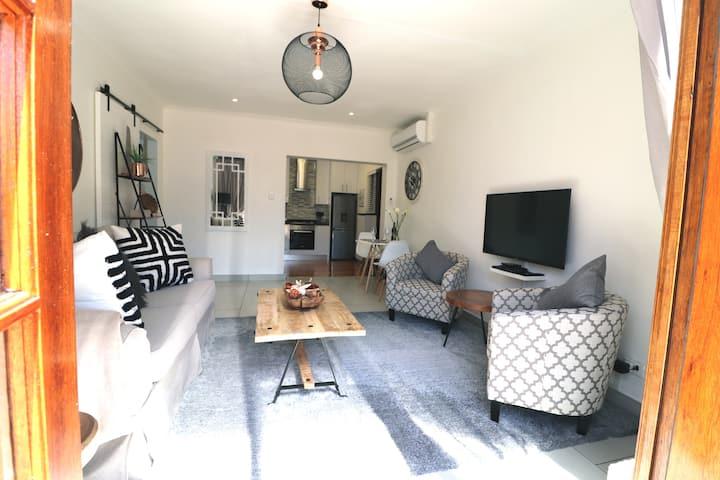 Private Trendy Cottage in Prime Suburb