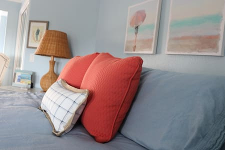 Not your Granny's Guestroom Home Stay, ocean view