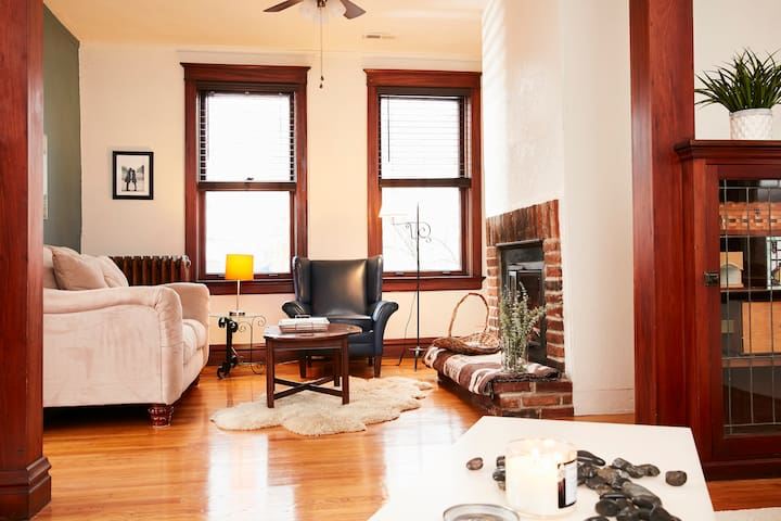 Cozy, historic flat in South City.