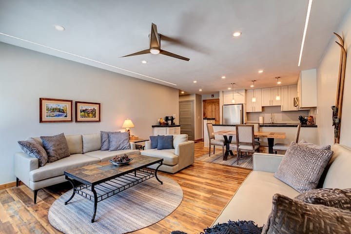 #1101 Large Ski-in, Remodeled One Bedroom in Downtown Breckenridge By VacaVibe