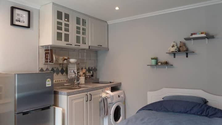 401 Clean Studio(private kitchen & private toilet)