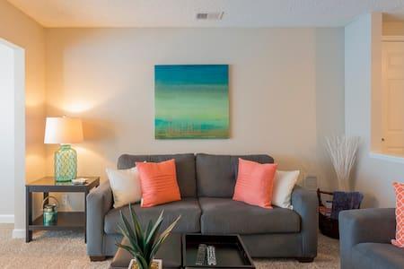 Beautiful & Cozy Condo! Nice Area! - Palm Harbor - Condominium