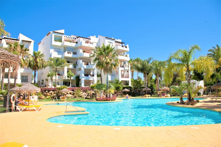 Estepona East Modern Apartment STELLA