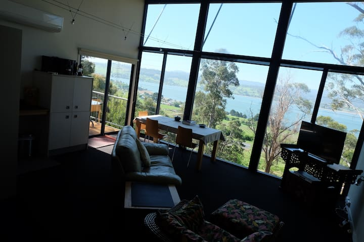Tamar Ridge Apartment -Full River views