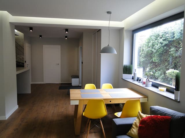Nowoczesny apartament z ogrodem - Cracóvia - Apartamento
