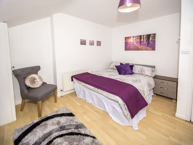 Antrim Road oasis 2  Dbl bedrooms free wifi.