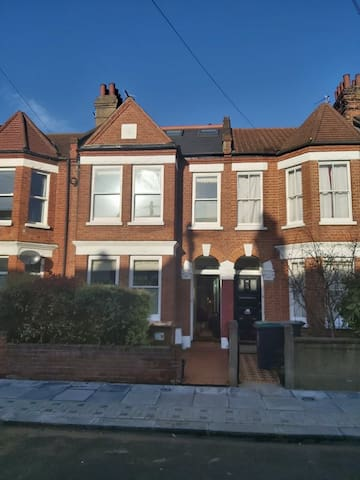Large double room in Haringey Green Lanes