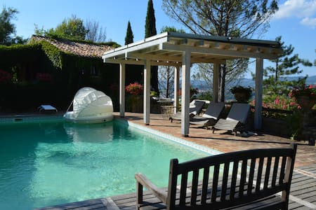 2 Antique Cottages with Pool in private location - Umbertide - Villa